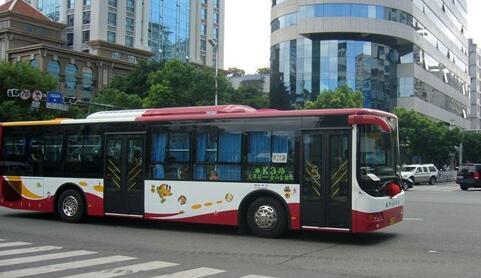 5月和10月车外温度超26℃ 福州公交司机要主动开空调
