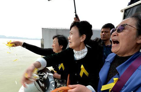福州举行第15次公益海葬:骨灰入海 逝者长眠