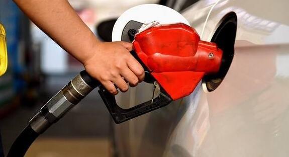 福建油价迎年内最大涨幅 92号汽油每升涨0.21元
