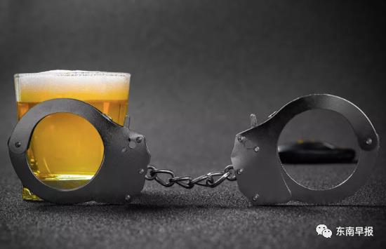 泉州一银行副行长酒驾肇事叫弟弟顶包 被判三年六个月
