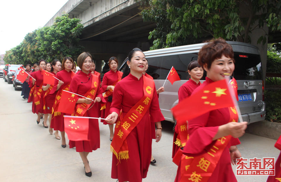 70位喜娘接亲 东南网记者 张立庆摄