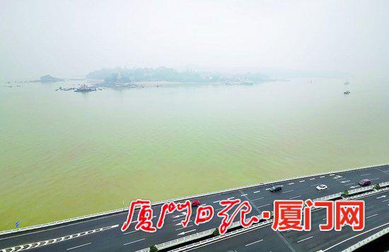 昨日大雨过后,鼓浪屿上空雾气蒙蒙。(本报记者 王协云 摄)
