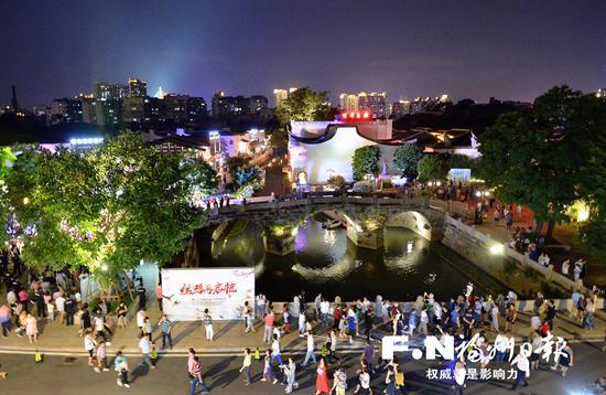 国庆假期,上下杭历史文化街区吸引大量游客。记者 叶义斌 摄