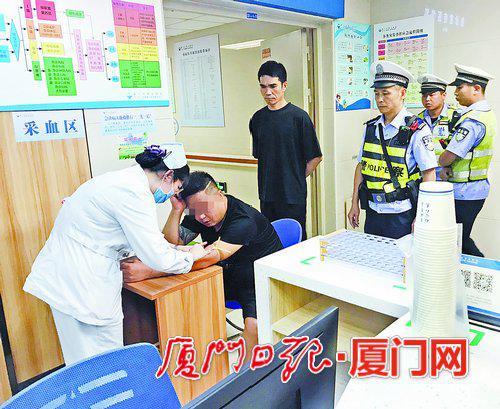 嫌疑男子在医院接受抽血测试。