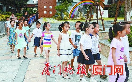 -让孩子享有优质教育资源一直是家长们的心头大事。刘东华摄(资料图)