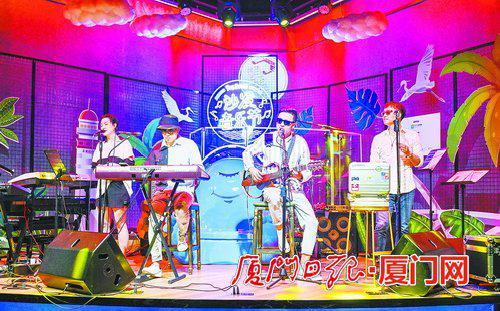 """作为""""悦游·湖里""""品牌的重磅活动,昨晚的首届""""悦游·湖里""""厦门沙发音乐节带来激情与快乐。"""