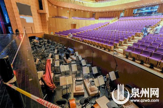大剧院的歌剧厅内,歌剧演出时,交响乐团将在乐池里现场演奏。