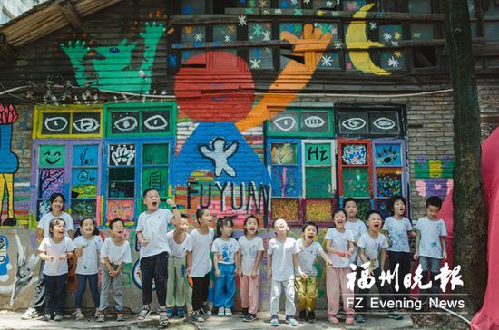 参与作品设计、制作的孩子们。