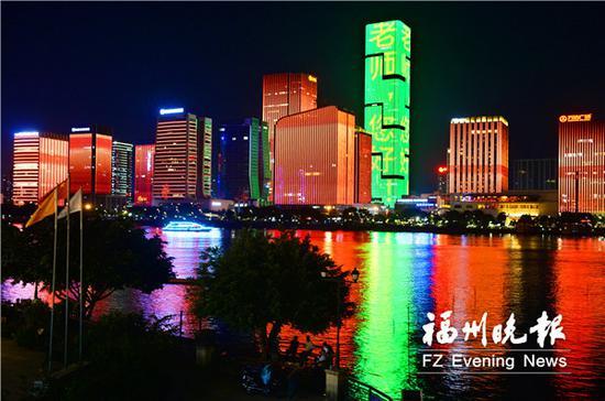"""宇洋中央金座高楼上显示""""老师,您好""""的祝福语。福州晚报记者 叶诚 摄"""