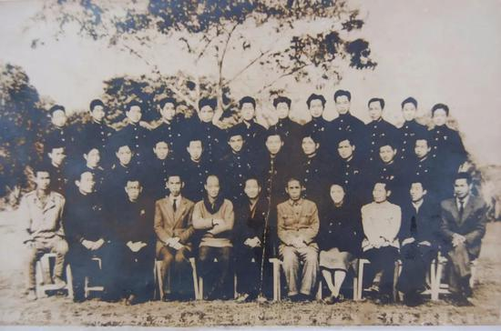 私立集美高级水产航海职业学校第20组航海科学生合影(李梓平:第三排左三)