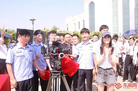 电影《无言之证》《无言鉴证》开拍 黄圣依亮相榕城