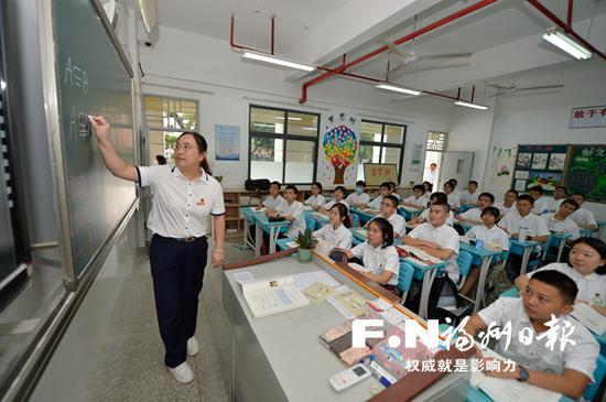 """福州首个""""圆梦班""""开班 60名孩子每年将获5000元资助"""
