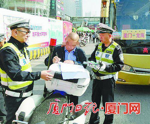 ▲我市持续开展客运车辆动态监管整治,加大对违规行为的查处力度。