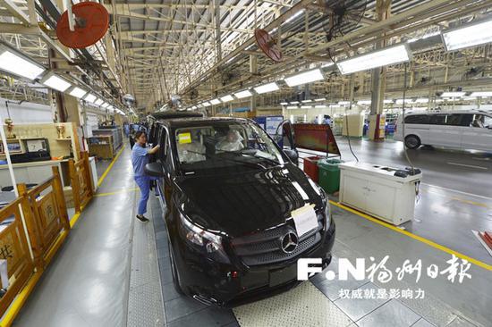 福建奔驰1月~6月累计销售新车1.3万辆,同比大幅增长40%。记者池远 摄