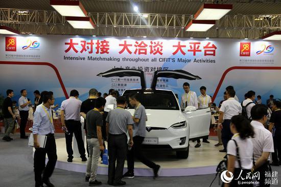 第二十届中国国际投资贸易洽谈会:人潮涌动 商机滚滚