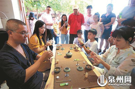 香道现场教学吸引市民参与体验