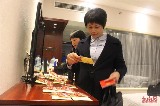 三明代表团代表报到。 东南网记者 林峰峰摄