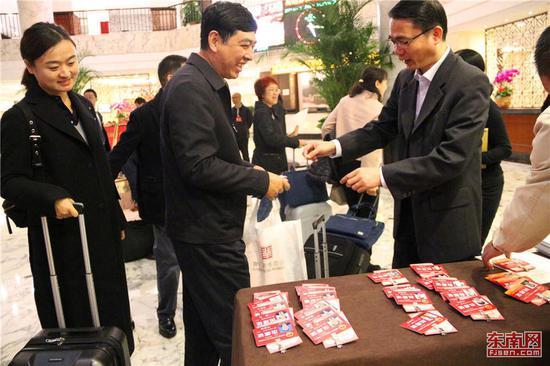 省人大代表驻地报到处现场,厦门代表团抵达。东南网记者 林先昌 摄