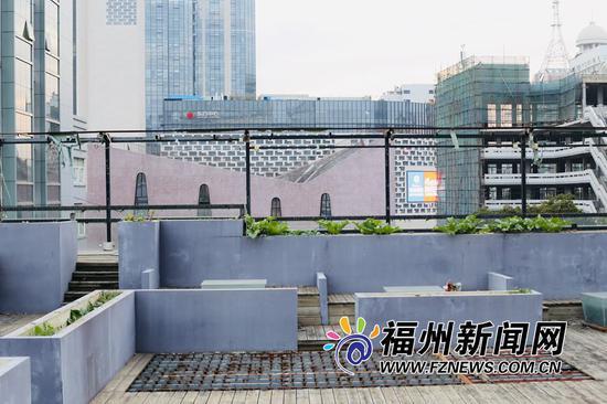 这个摄影打卡圣地就位于鼓楼区厂巷与花巷旁的海峡影城顶楼天台。