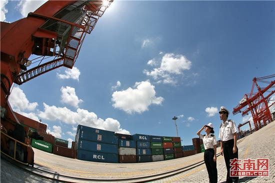 厦门海关不断优化监管模式,支持厦门港扩大口岸腹地。