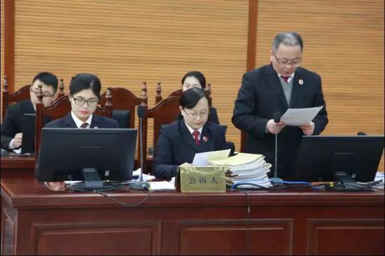 陈永勤检察长宣读起诉书