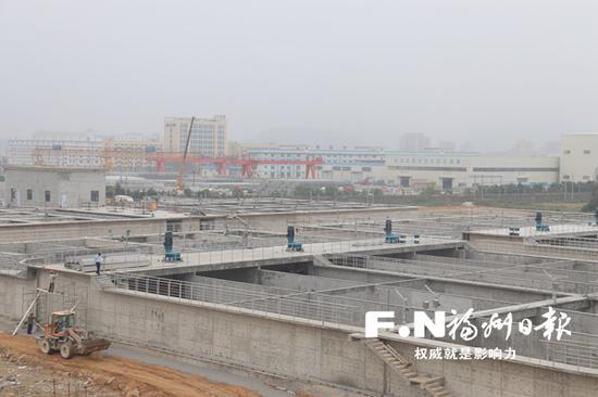 滨海工业区污水处理厂二期扩建工程施工现场。