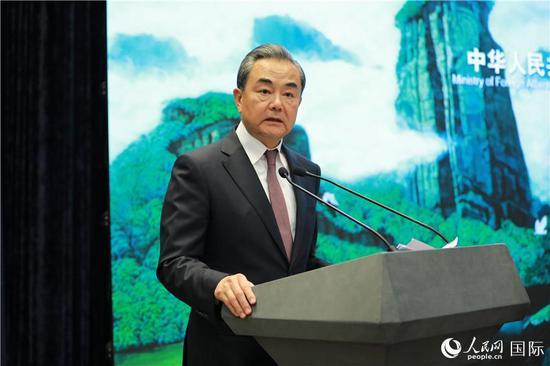 国务委员兼外交部长王毅将出席并致辞(记者贾文婷 摄)