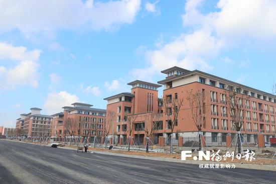 福州三中滨海校区加快收尾施工。