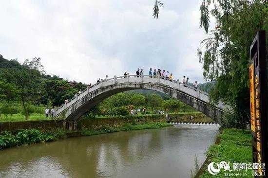 ▲打造小桥流水人家,坚持生态文明理念。张梦帆摄