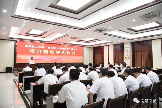副县长杨燕明主持仪式。