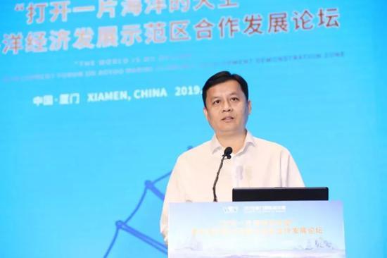 翔安区委副书记叶晓东在开幕上致辞