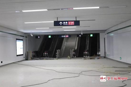 换乘大厅的电扶梯 陈智丰/摄