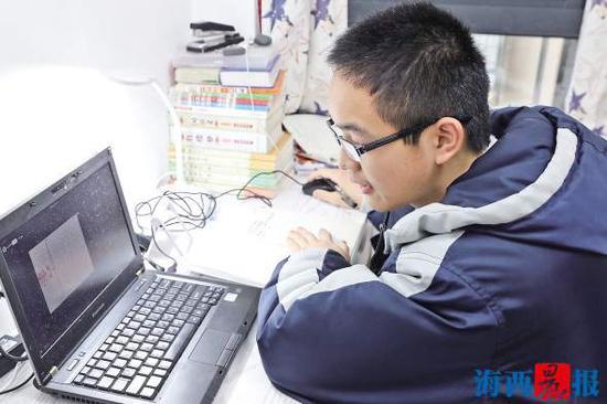 厦门50多万中小学生网上开学 老师当主播网络上开讲