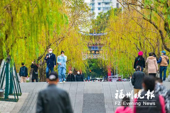 福州公园、景区、商场陆续开放 市民自觉戴口罩不扎堆
