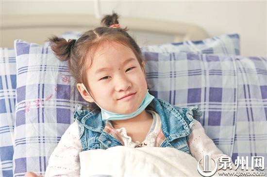 泉州一7岁女童掉进热水桶 大部分伤已好将捐剩余善款
