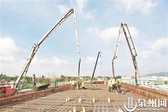 福厦客专跨驿峰西路特大桥连续梁开始浇筑