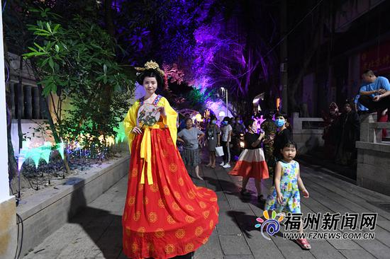 福建首个沉浸式体验文化夜市藏天园集市火热开市
