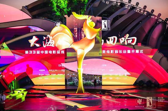第33届金鸡奖在厦开幕 成龙致敬逆行者王景春咏梅亮相