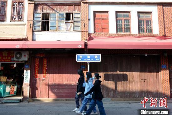 """漳州古城里的""""台湾路""""老街彰显漳台两地的历史渊源。 龚雯 摄"""