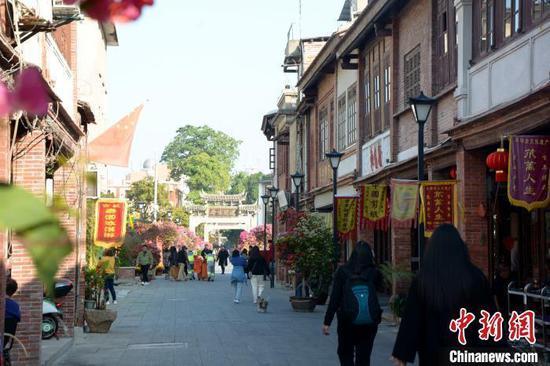 漳州古城内保留老街风貌。 龚雯 摄
