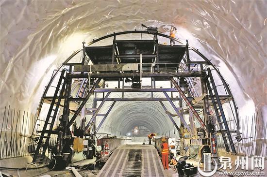 福厦客专海尾隧道贯通