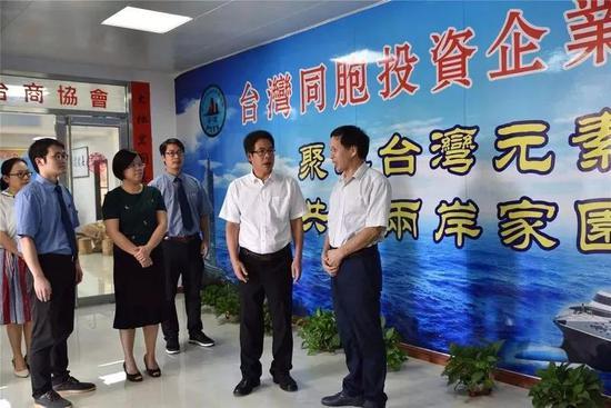 ▲资料图片:平潭综合实验区检察院李航检察长(右二)走访台商台企。