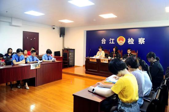 台江检察:开学第一课 | 台江检察:一次特别法庭,将法治种子播到孩子们心中