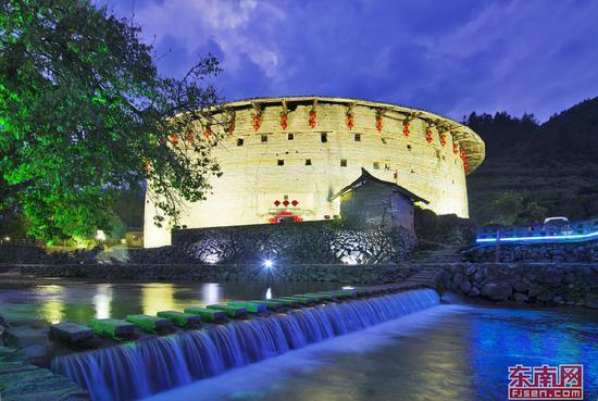 拥有600多年历史的南靖最古老土楼裕昌楼墙体保存完好。陈曙光 摄