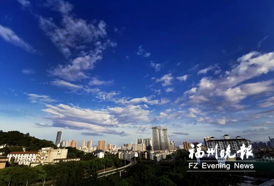 昨日下午,榕城上空的蓝天白云。