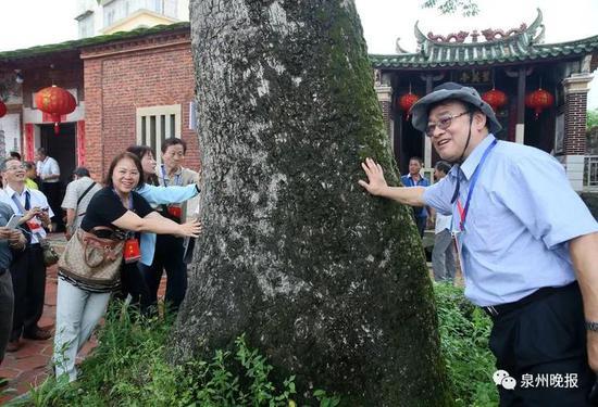 台湾同胞与泉州乡亲共叙乡情(陈起拓 摄)