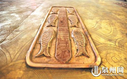 金鱼巷入口的铜板(庄丽祥 摄)
