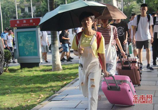 华侨大学新生入学。东南网记者 谢玉妹 摄