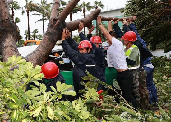 《【摩登2登陆地址】胡昌升现场一线指挥防抗台风工作 抢险清障有序展开》