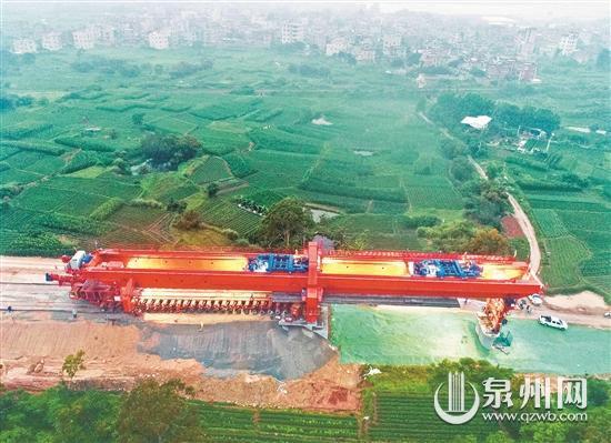 福厦客专正式进入线上架梁施工阶段,工程建设全面加速。(陈小阳 张兴宇 摄)